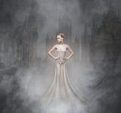 Allhelgonaaftoncollage med en sexig vampyr i nighen royaltyfria bilder