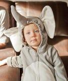 Allhelgonaaftondräkten behandla som ett barn som elefant Arkivfoto