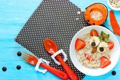 Allhelgonaaftonfrukost för ungevampyrhavremjöl Royaltyfri Bild