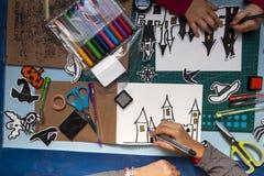 Allhelgonaaftonhantverk av barn Royaltyfria Foton