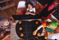 Allhelgonaaftonparti för ungar royaltyfria foton