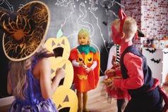 Allhelgonaaftonparti för ungar arkivfoto