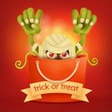 Allhelgonaaftonpåse med det läskiga monstret inom Trick- eller festbegrepp Arkivfoto