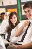 Allievi adolescenti che si comportano male nell'aula Fotografie Stock Libere da Diritti