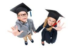Allievi in cappelli di graduazione Fotografie Stock Libere da Diritti