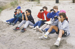 Allievi che birdwatching Fotografie Stock