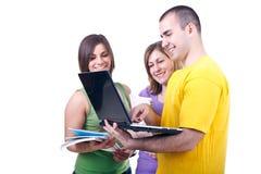 Allievi con l'apprendimento del computer portatile Fotografia Stock