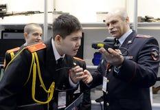 Allievi del corpo del cadetto di Mosca della polizia al ` internazionale di Interpolitex del ` di mostra Immagine Stock