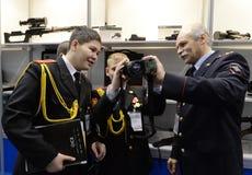 Allievi del corpo del cadetto di Mosca della polizia al ` internazionale di Interpolitex del ` di mostra Immagini Stock