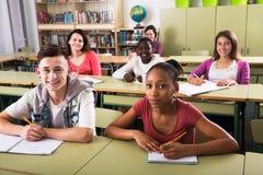 Allievi della scuola che prendono una lezione Immagine Stock Libera da Diritti