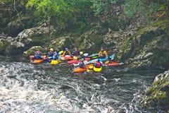 Allievi della st Andrews sul fiume Findhorn. Fotografia Stock