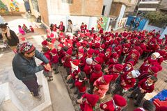 allievi durante la lezione di ballo a scuola primaria Immagine Stock