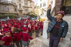 allievi durante la lezione di ballo a scuola primaria Fotografie Stock Libere da Diritti