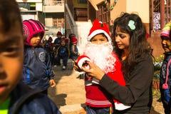 Allievi durante la lezione a scuola primaria, a Kathmandu, il Nepal Fotografie Stock