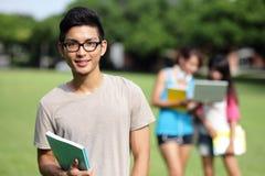 allievi felici dell'istituto universitario Immagine Stock