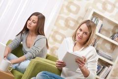 allievi femminili che studiano adolescente due Immagini Stock
