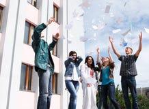 Allievi per completare anno accademico Immagine Stock Libera da Diritti