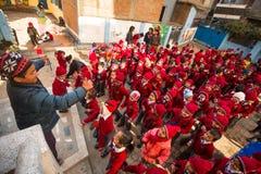 Allievi sconosciuti durante la lezione di ballo a scuola primaria Fotografia Stock Libera da Diritti