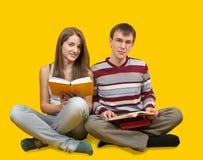 Allievi sorridenti con i libri Immagine Stock
