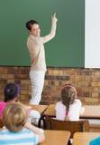 Allievi svegli che ascoltano il loro insegnante in aula Fotografia Stock Libera da Diritti