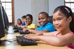 Allievi svegli nella classe del computer Immagine Stock Libera da Diritti