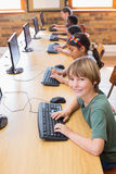 Allievi svegli nella classe del computer Fotografia Stock Libera da Diritti