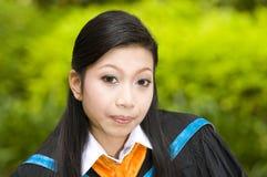 Allievo abbastanza asiatico il suo giorno di graduazione Immagine Stock