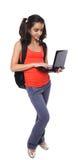 Allievo adolescente che lavora al computer portatile Immagini Stock