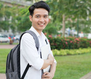 Allievo asiatico con il computer portatile Immagini Stock