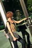Allievo che cammina nel banco Fotografie Stock Libere da Diritti