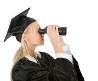 Allievo che osserva tramite il binocolo Fotografie Stock