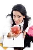 Allievo che tiene una mela Fotografia Stock