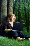 Allievo con il computer portatile. Fotografia Stock Libera da Diritti