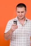 Allievo con il telefono delle cellule Fotografie Stock Libere da Diritti
