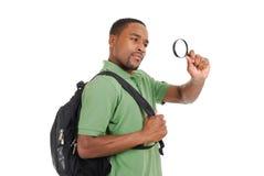 Allievo dell'afroamericano con la lente d'ingrandimento Fotografie Stock Libere da Diritti