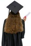 Allievo di graduazione con il diploma che si leva in piedi indietro Immagine Stock Libera da Diritti