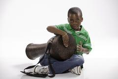 Allievo e tamburo di Djembe Fotografie Stock Libere da Diritti