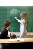 Allievo ed insegnante nell'aula sul lavoro Fotografia Stock