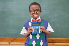Allievo felice che mostra calcolatore Fotografia Stock Libera da Diritti