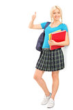 Allievo femminile che dà un pollice in su Fotografie Stock Libere da Diritti