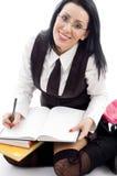 Allievo femminile che fa le sue note Fotografia Stock