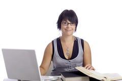 Allievo femminile con il computer portatile ed i libri Immagini Stock