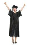 Allievo femminile felice che celebra graduazione Immagine Stock
