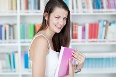 Allievo femminile grazioso con il libro Fotografia Stock Libera da Diritti