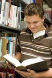 Allievo in libreria Immagine Stock