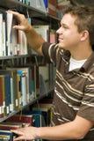 Allievo in libreria Immagine Stock Libera da Diritti