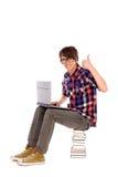 Allievo maschio che mostra i pollici in su Fotografie Stock