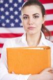 Allievo sopra la bandiera americana Fotografia Stock