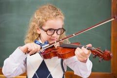 Allievo sveglio che gioca il violino Fotografia Stock
