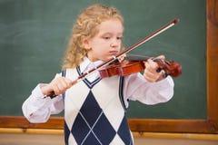 Allievo sveglio che gioca il violino Fotografia Stock Libera da Diritti